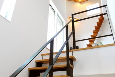 注文住宅 モデルルーム おしゃれな階段