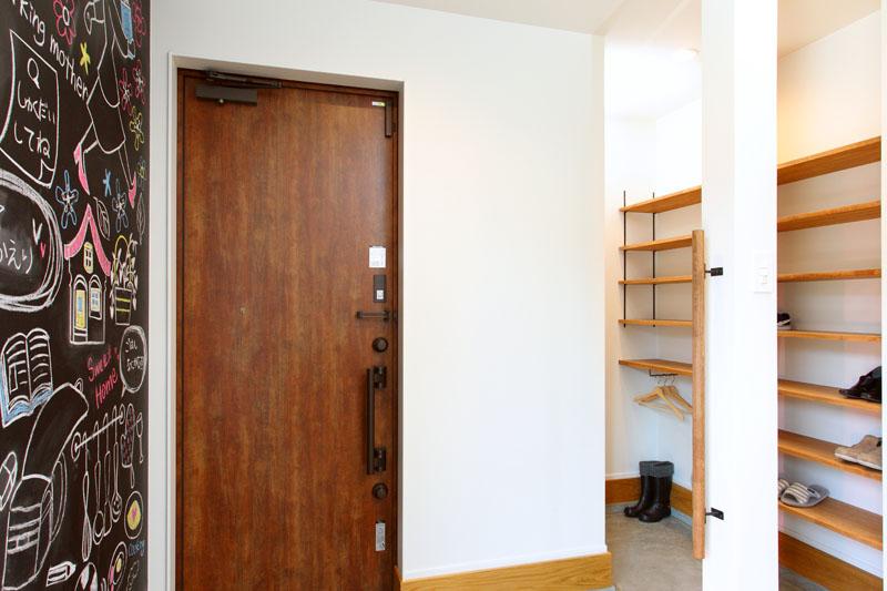 注文住宅 モデルルーム  玄関 土間収納