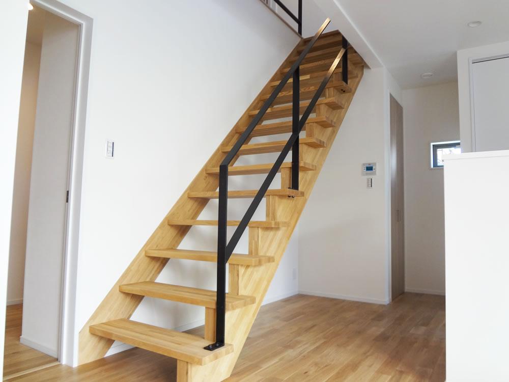 堺市東区 注文住宅 おしゃれなアイアンの階段