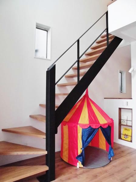 注文住宅 アイアンのおしゃれな階段
