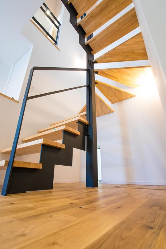 注文住宅 おしゃれなアイアンの階段