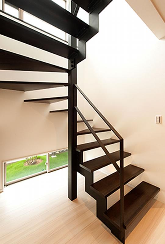 奈良市 新築 注文住宅 おしゃれな階段