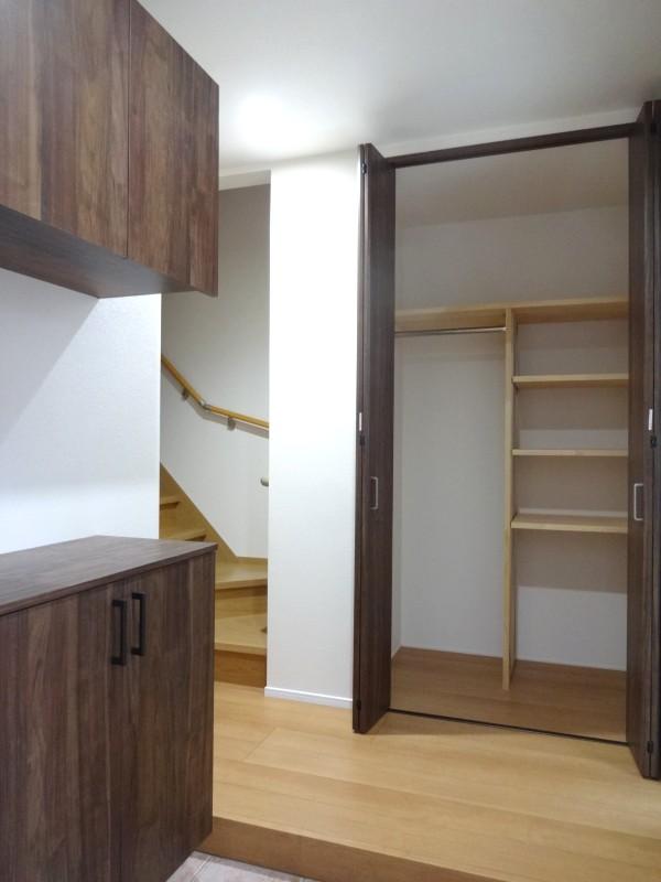 堺市北区 新築 注文住宅 施工例 玄関 収納