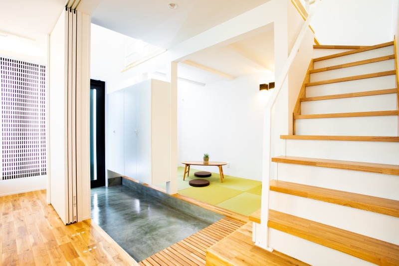 堺市北区 新築 注文住宅 施工例 玄関 階段