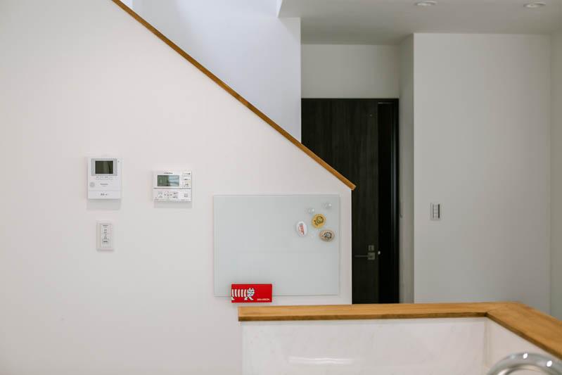 新築注文住宅 堺市西区 キッチンから見えるメッセージボード