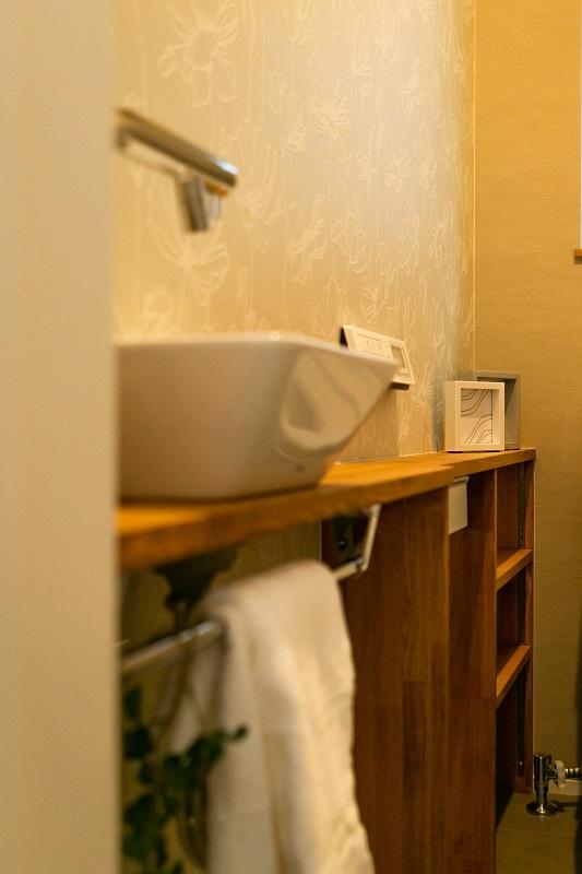 新築注文住宅 堺市北区 造作棚のあるトイレ