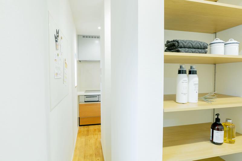 新築注文住宅 洗面所からキッチンへの動線 堺市北区南花田