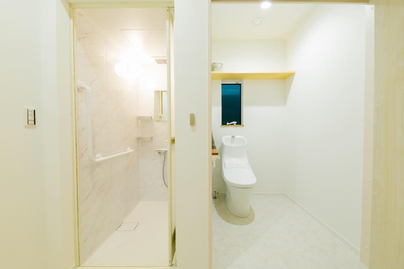 新築注文住宅 車椅子のまま行けるトイレとシャワー室 堺市北区南花田