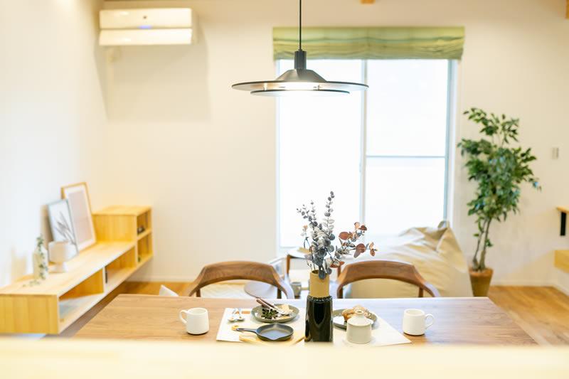 新築注文住宅 キッチンから見えるリビングダイニング 堺市北区南花田