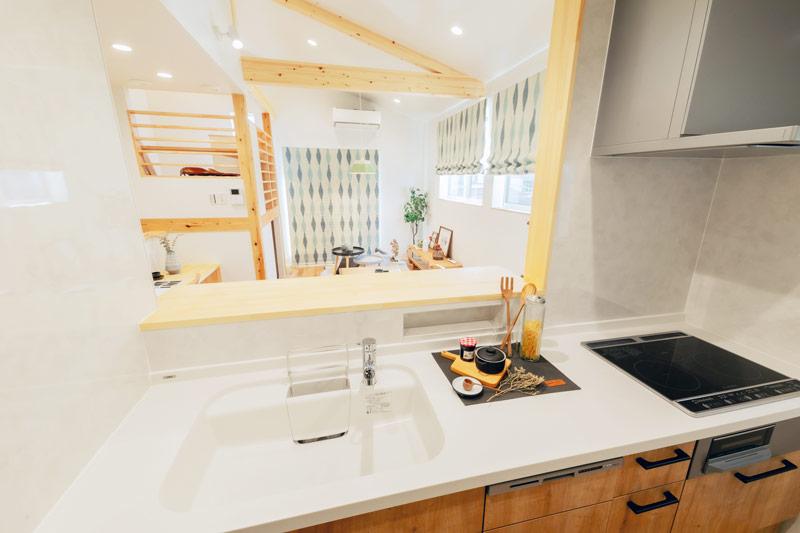 新築 注文住宅 キッチンから見るリビング