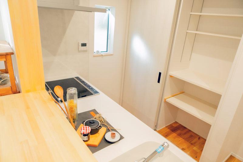新築 注文住宅 背面収納 キッチン