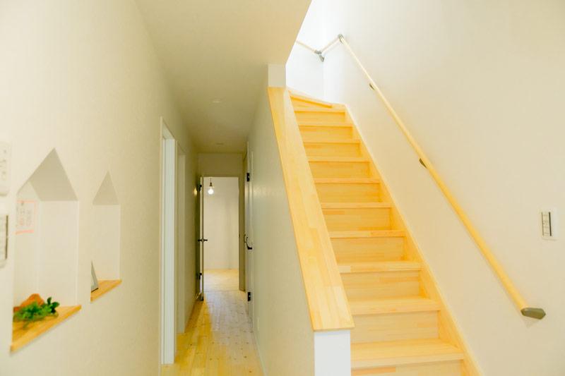 新築 注文住宅 廊下と階段