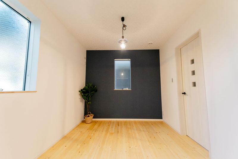 新築 注文住宅 お部屋 おしゃれな壁紙を使ったアクセントクロス