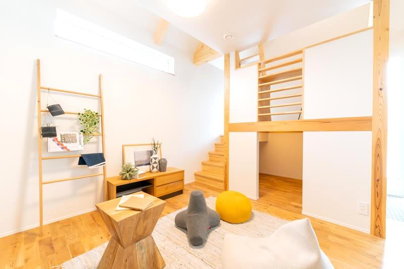 堺市北区大豆塚町 新築注文住宅 リビングと秘密基地